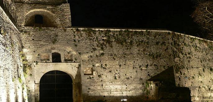 concierge-castle-walls-in-Ioannina-bg-012